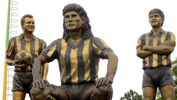 Estátuas no Monumento Las Americas (Foto: Carlos Augusto Ferrari / GLOBOESPORTE.COM)