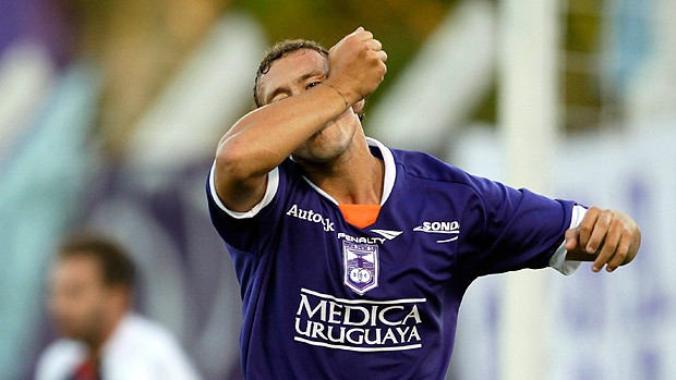 Braian Aleman gol Defensor Uruguai (Foto: Reuters)