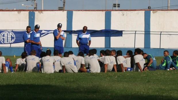 Confiança treina para enfrentar o Guarany (Foto: Felipe Martins/GLOBOESPORTE.COM)