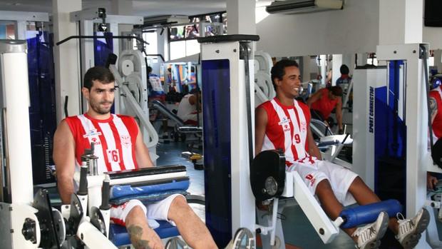 Jogadores da equipe de basquete do Sergipe se preparam para a final (Foto: Felipe Martins/GLOBOESPORTE.COM)
