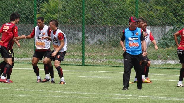 Mazola comandou um coletivo nesta terça-feira, ams ainda não definiu a equipe (Foto: Lula Moraes/Globoesporte.com)
