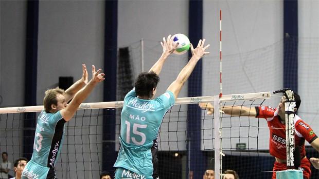 Lance do jogo entre Campinas e Sesi pela Superliga Masculina de Vôlei (Foto: Thiago Navas/ VIPCOMM)