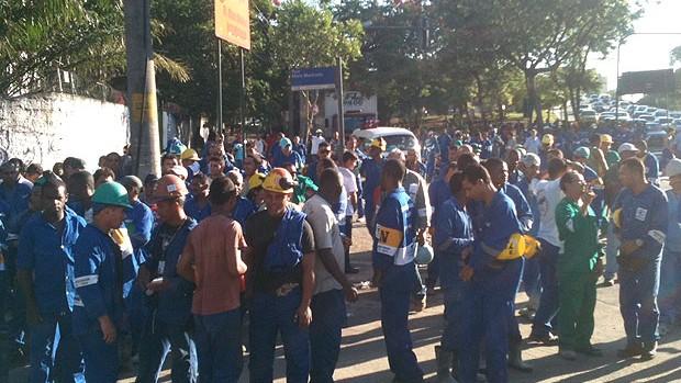 greve dos operários na obra do Maracanã (Foto: Marcelo Baltar / Globoesporte.com)