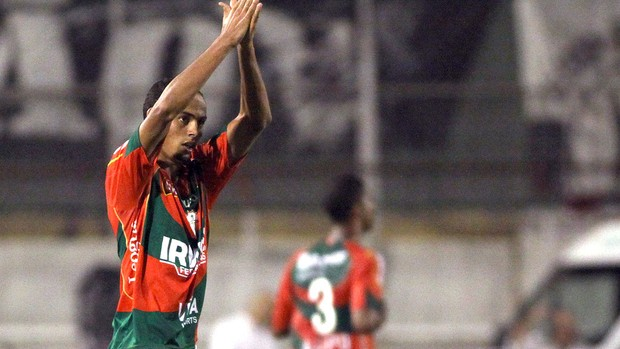 Danilo comemora gol da Portuguesa contra o XV (Foto: Léo Barrilari / Ag. Estado)