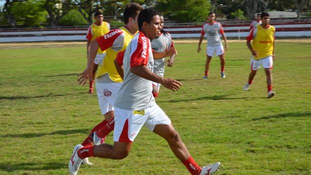 Sergipe treinou posse de bola nesta sexta-feira (Foto: Felipe Martins/GLOBOESPORTE.COM)