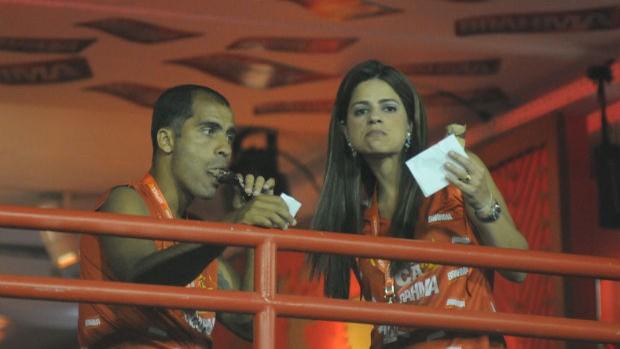 Felipe, do Vasco, na Sapucaí ao lado da esposa (Foto: André Durão / Globoesporte.com)