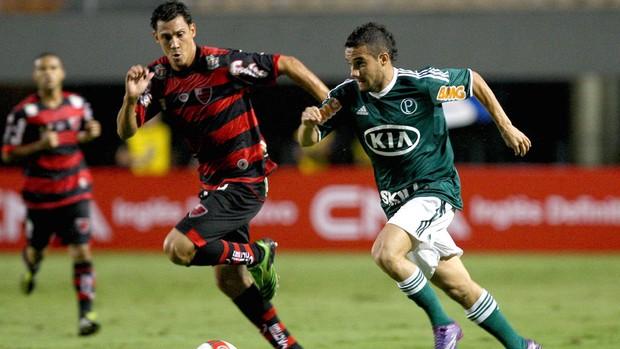 Adriano do Oeste e Maikon Leite do Palmeiras (Foto: Cesar Greco / Ag. Estado)