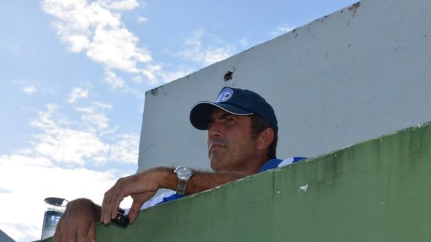 Paulo Moroni não está satisfeito com o desempenho do time (Foto: Felipe Martins/GLOBOESPORTE.COM)