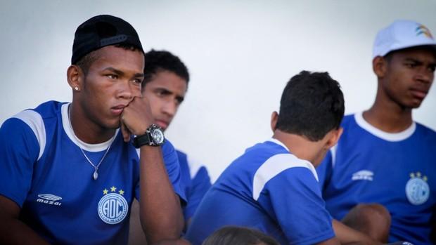 Sem jogar, juniores foi para as arquibancagas assistor aos profissionais (Foto: Filippe Araújo/Divulgação)