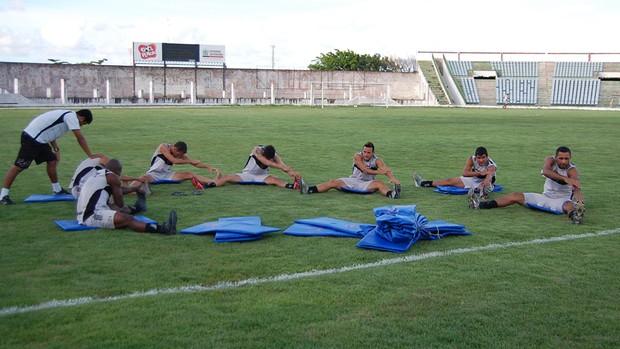 Time do Botafogo-PB treina no Almeidão (Foto: Rammom Monte )