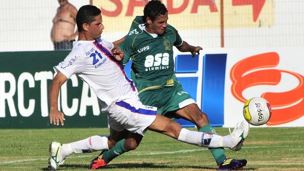 Lance do jogo entre Guaratinguetá e Guarani (Foto: Rodrigo Villalba / Memory Press)