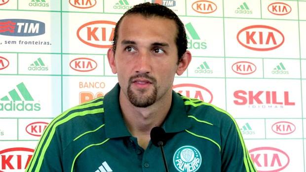 Hernán Barcos durante coletiva do Palmeiras (Foto: Daniel Romeu / Globoesporte.com)