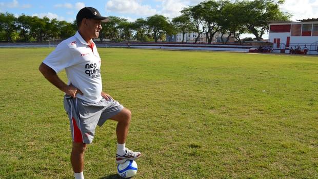 Celso Teixeira comandou um treino coletivo nesta terça (Foto: Felipe Martins/GLOBOESPORTE.COM)