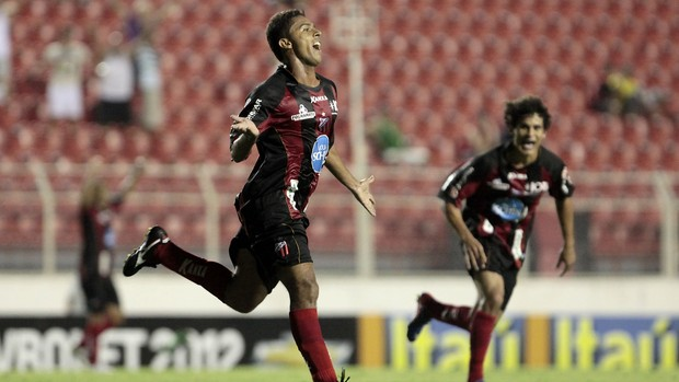 Kleiton Domingues comemora o gol do Ituano em cima do Paulista de Jundiaí (Foto: Divulgação/ Ituano / Miguel Schincariol)
