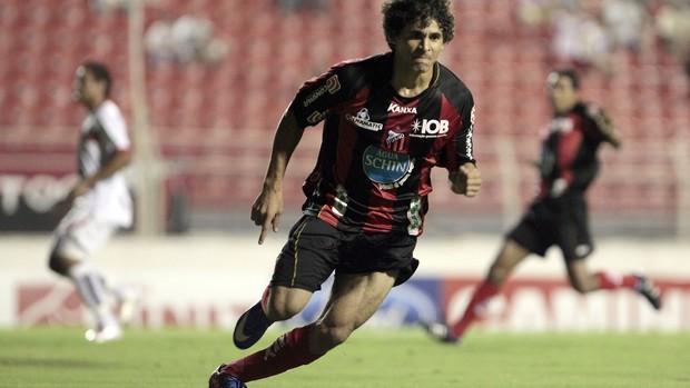 Tiago Bezerra comemora o gol do Ituano em cima do Paulista de Jundiaí (Foto: Divulgação/ Ituano / Miguel Schincariol)