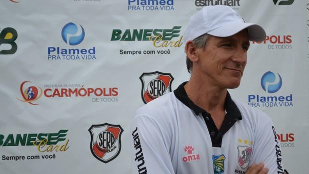 Luiz Carlos Cruz é o novo técnico do River Plate-SE (2) (Foto: Felipe Martins/GLOBOESPORTE.COM)