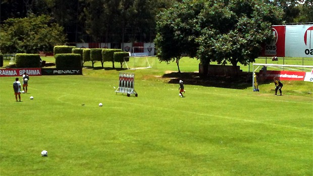 Jogadores do Vitória treinam cobranças de falta (Foto: Raphael Carneiro/Globoesporte.com)