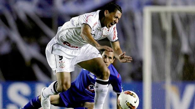 Ralf na partida do Corinthians contra o Cruz Azul (Foto: Reuters)