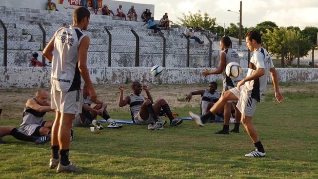 Treino do Botafogo-pb com evanilson (Foto: Rammom Monte)