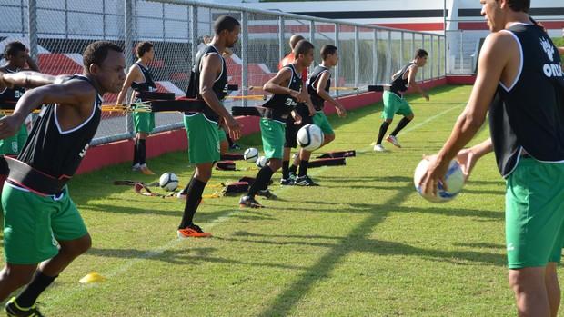 River treina para o jogo contra o Itabaiana (Foto: Felipe Martins/GLOBOESPORTE.COM)