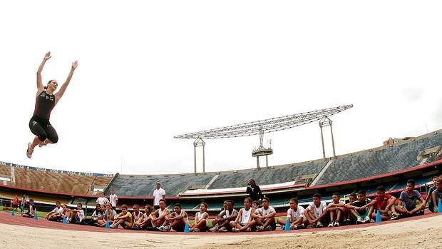 Maurren Maggi no treino de atletismo em São Paulo (Foto: Rodrigo Coca / Ag. Estado)