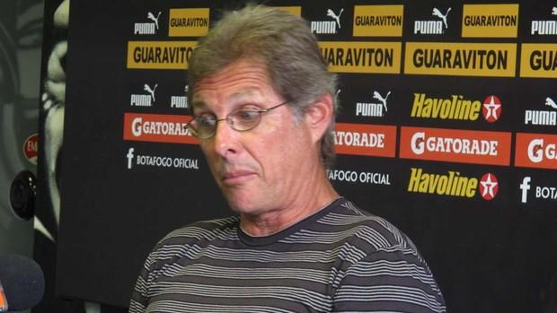 Oswaldo de Oliveira em coletiva (Foto: André Casado / Globoesporte.com)