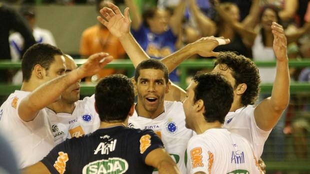 acacio SADA CRUZEIRO X BMG/SÃO BERNARDO (Foto: Alexandre Arruda/CBV)