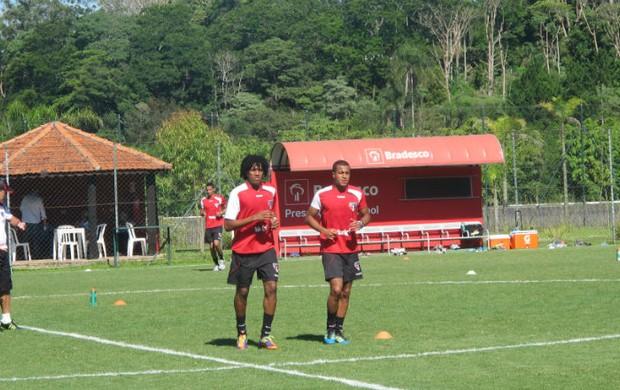 Cortês e Lucas durante o treino físico realizado em Cotia (Foto: Marcelo Prado / GLOBOESPORTE.COM)