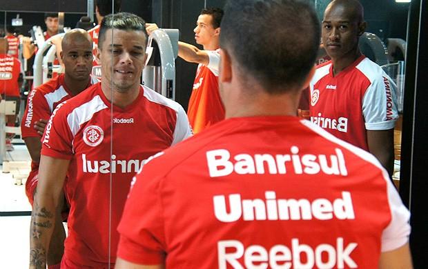 Dalessandro internacional treino (Foto: Diego Guichard / Globoesporte.com)