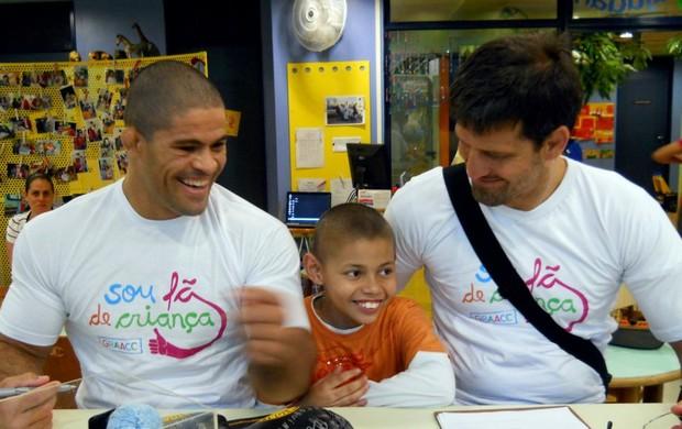 Toquinho e Murilo Bustamente visitam crianças com câncer no Rio (Foto: Divulgação )