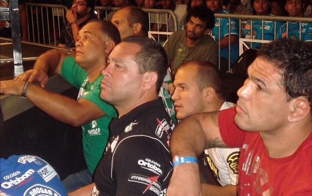 Luiz Dórea,  Cigano e Minotauro no córner de Norman Carlton (Foto: Adriano Albuquerque/Globoesporte.com)