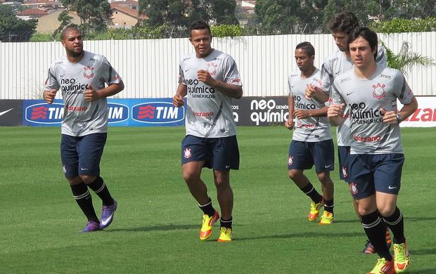Adriano no treino do Corinthians  (Foto: Gustavo Serbonchini / Globoesporte.com)
