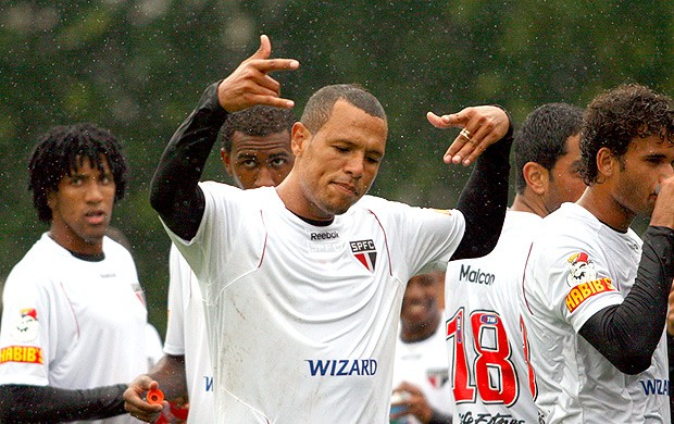 Luis Fabiano no treino do So Paulo (Foto: Anderson Rodrigues / Globoesporte.com)
