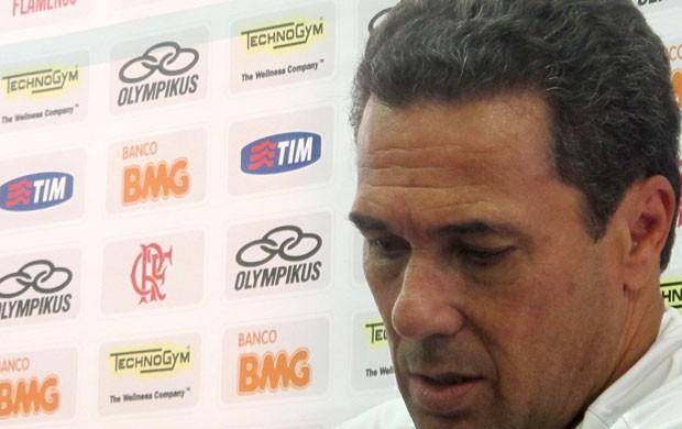 Vanderlei Luxemburgo concede entrevista coletiva no Flamengo (Foto: Janir Junior/Globoesporte.com)