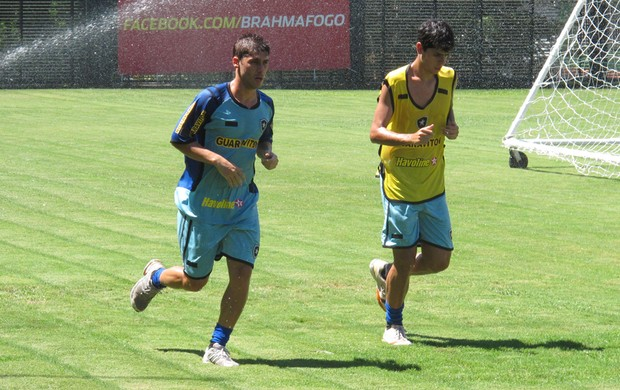 Fellype Gabriel e Matheus treino Botafogo (Foto: André Casado/Globoesporte.com)