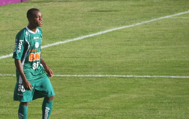 Geraldo aguarda a chance de ser titular no Coritiba (Foto: Gabriel Hamilko / GloboEsporte.com)