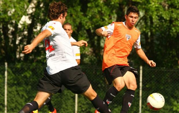 Osvaldo no treino do São Paulo (Foto: Luiz Pires/VIPCOMM)