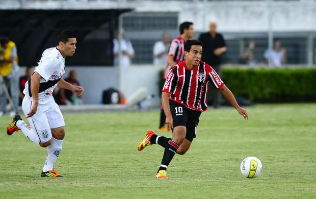 Jadson em ação na partida entre Ponte e São Paulo (Foto: Marcos Ribolli / GLOBOESPORTE.COM)