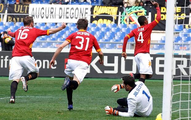 Juan comemora gol do Roma contra o Inter de Milão (Foto: Reuters)