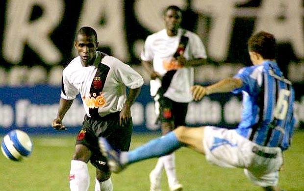 Thiago Maciel jogando pelo Vasco (Foto: Vipcomm)