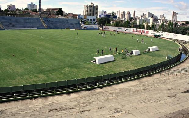 Treino de recomhecimento do Uberaba Sport no Uberabão (Foto: Enerson Cleiton / GLOBOESPORTE.COM)