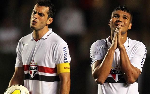 Rhodolfo e Casemiro, do São Paulo (Foto: Gaspar Nóbrega / VIPCOMM)