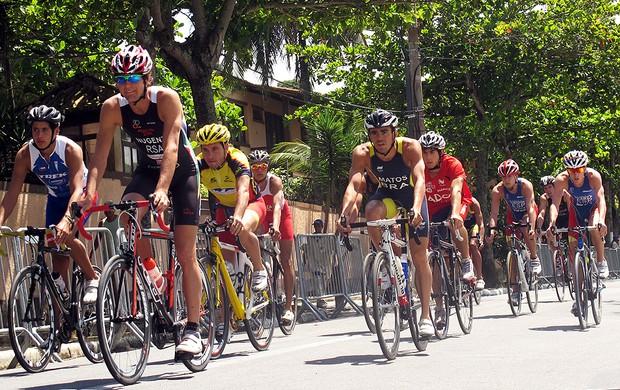 Ciclistas treinam no percurso da prova deste domingo (Foto: Alfredo Bokel / Globoesporte.com)