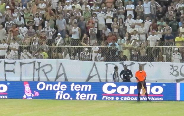 Faixa pedindo a saída de Abel Braga fluminense (Foto: Rafael Cavalieri/Globoesporte.com)