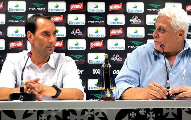 Edmundo e Roberto Dinamite durante coletiva no Vasco (Foto: Thiago Fernandes / GLOBOESPORTE.COM)
