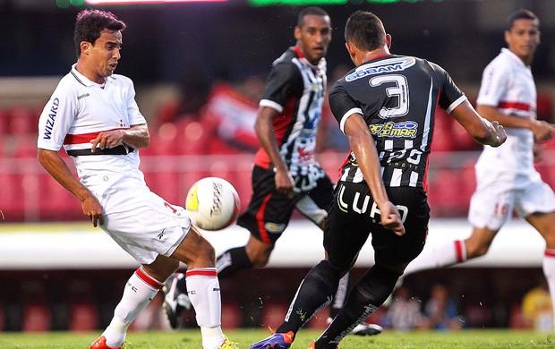 Jadson do São Paulo contra o Paulista (Foto: Wagner Carmo / Vipcomm)