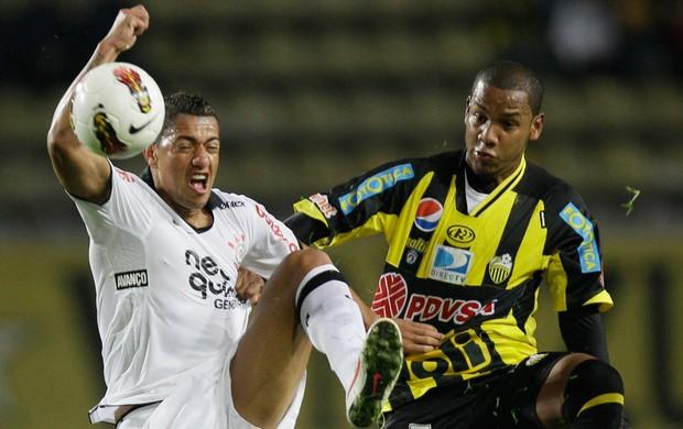 Ralf Corinthians Angel Chourino Deportivo Tachira  (Foto: AP)