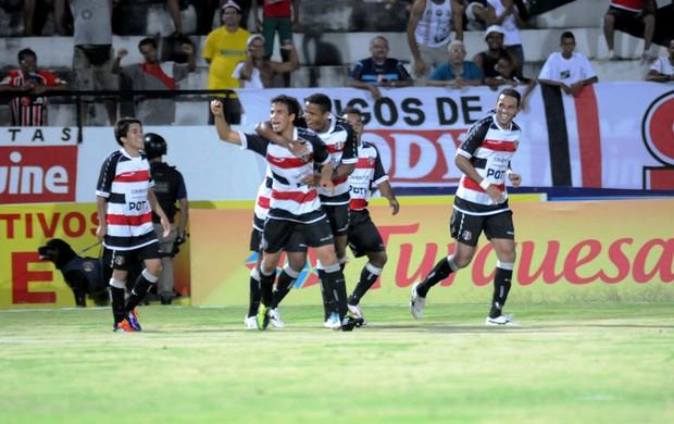 Santa Cruz goleia o Petrolina por 6 a 0 (Foto: Aldo Carneiro)