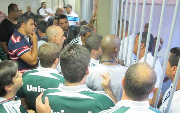 comissão técnica flu barrada engenhão (Foto: Edgard Maciel de Sá / Globoesporte.com)