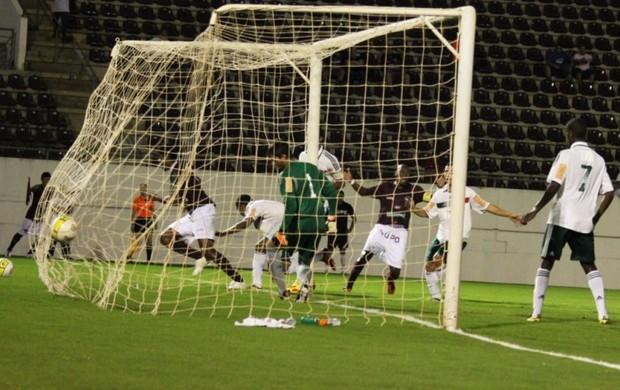 Fabrício Carvalho marca um de seus cinco gols nos últimos três jogos (Foto: Assessoria Ferroviária)